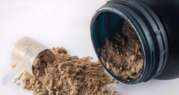 cuanta proteína tomar al día
