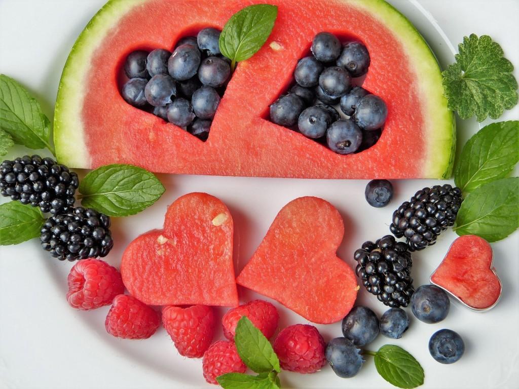 sandia y frutos rojos